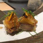 姫路魚町の天麩羅 團(だん)は、斬新な天ぷらと粗挽き手打ち蕎麦が楽しめる。