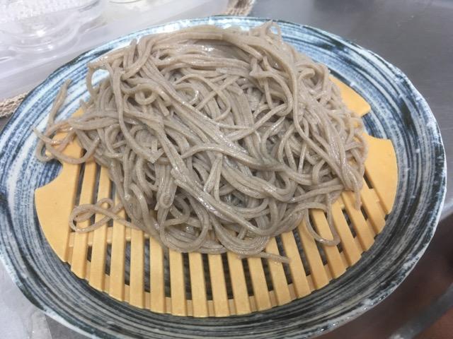 フランス産そば粉を使って、二八の手打ち蕎麦に打って食べ比べてみました。
