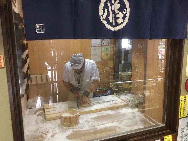 郡上八幡そば八(岐阜県郡上市)は、国産玄そばを自家製粉石臼挽きした手打ち蕎麦が美味い。