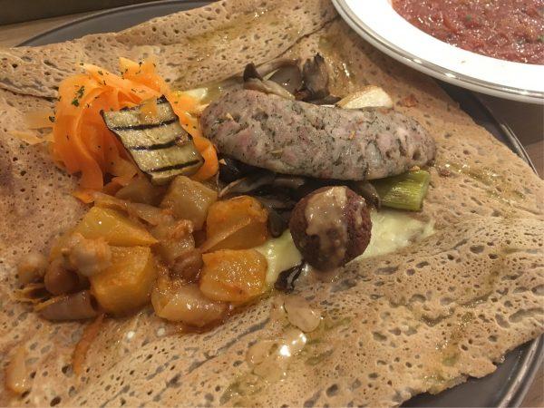 奈良県香芝市のCREPES & GALETTES ブルードロワ(BLEU DE ROI)は、日本人が好むフランス家庭料理を気楽に楽しめる。