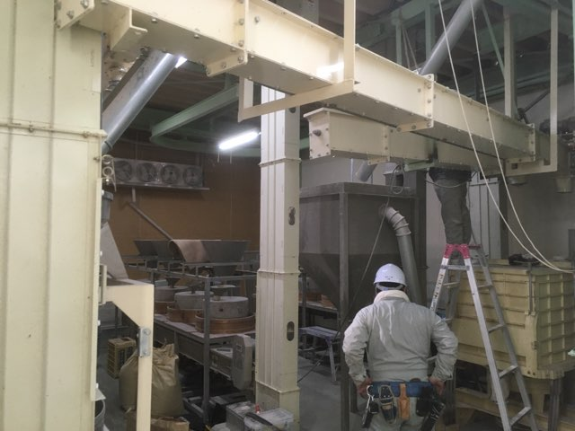カガセイフン改修工事(31日目)2階石臼フロアのシフター・昇降機解体、1階石臼試運転