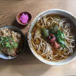 滋賀県産と福井県産そば使用の「寿命そば」がある多賀大社は、縁結びと延命長寿のお社です。