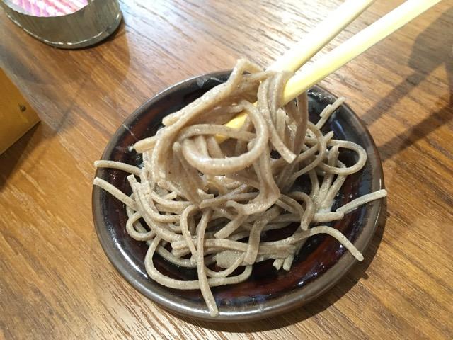 スロベニア産の韃靼そば粉を使ったスロベニア料理と日本蕎麦を食べ比べました。