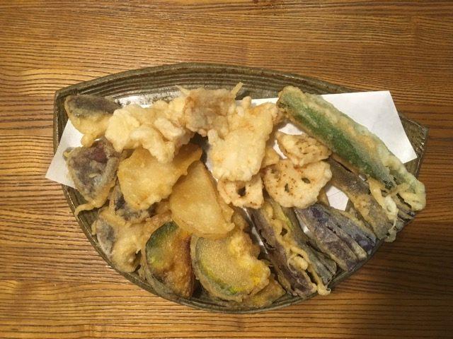 そばさろん一季(ひととき)[朽網]では、北九州産の玄ソバを自家製粉した十割蕎麦2種とそば前が楽しめる。