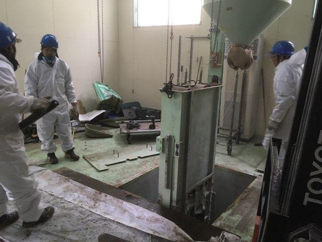 カガセイフン改修工事(34日目)昇降機解体、タンク撤去