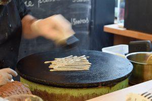 We talk about galette,farine de sarrasin.Creperie du Chateau,20.