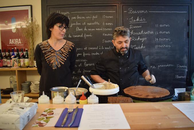 We talk about galette,farine de sarrasin.Creperie du Chateau,23.